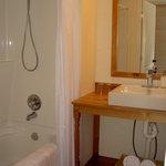 Private bathroom of the Van Gogh room