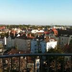 Vom Balkon aus hat man einen prima Blick über Augsburg.