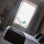 Smaller bedroom ( sleeps3)