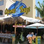 restaurante bar frente a la Marina buena comida y economicos precios.