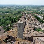 塔に上れば、サン・ジミニャーノの町の姿と町の外に広がるぶどう畑が俯瞰できる。