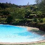 La piscina e il casale principale