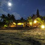 A view of Cabañas Isla del Sol at night.