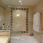 Baño, ducha con potente presion de agua