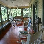 Lake Ripley Lodge - Screened in front porch