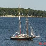 Lazy Jack passing Burnt Island 2008