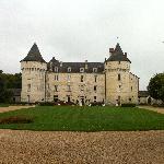 Chateau depuis la grille d'entrée
