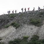 稜線を歩く登山者