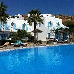 vista dell'hotel con piscina d'acqua salata