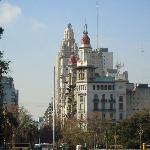 La  Inmobiliaria,primer plano (edificio Barolo detrás).