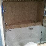 Jacuzzi hot tub room 408