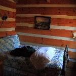 The small downstairs bedroom in the Moonshine cabin