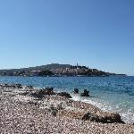 Spiaggia di sassi e scogli