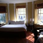 King Deluxe Room facing Broadway Ave