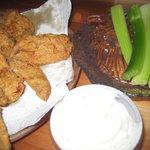 Chicken wings, celery sticks & blue cheese dressing