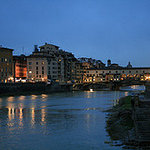 Discover Florence by night with our introductory walk
