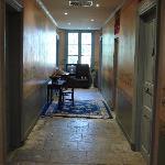 Le couloir distribuant les chambres