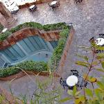 Zona externa de piscina termal vista desde mi terraza