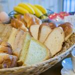無料朝食あります。手作り食パン好評です♪