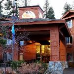 Truckee Donner Lodge Entrance