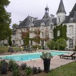 vue arriere du chateau piscine