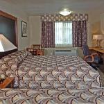 Shilo Inns Double Queen Suite