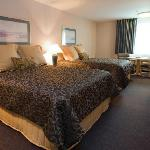 Shilo Inns Warrenton Double Queen Suite