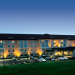 A beautiful night view of the Shilo Inn Suites Hotel in Killeen, TX.