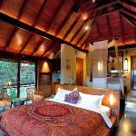 Treetop panorama pool villa-bedroom