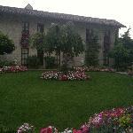 l'hôtel et son jardin fleuri - Ete 2011