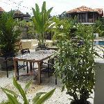Vista dalla Lobby su piscina e camere
