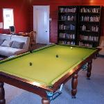 Guest library with pool table, DVDs, PC, etc.