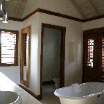 Suite 8 bath