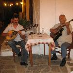 Live Greek music.