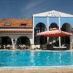 piscina e lettini hotel