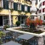 Gartenrestaurant mit Dorfbrunnen