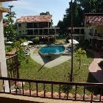 Het bootzwembad van het hotel.