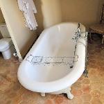 Le Montespan bathroom