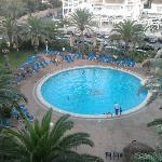 piscina desde la terraza de la habitación