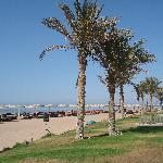 spiaggia con altoparlanti spaccatimpani