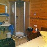 camera col bagno in corridoio