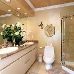 Deluxe Vivaldi suite bathroom
