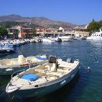 Der malerische Hafen von Kassiopi