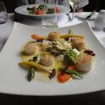 scallops on glazed whitloaf with passionfruit butter 14Euros