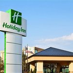 Exterior of the Holiday Inn Elk Grove Vilage