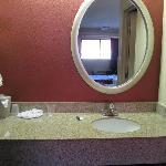 Sink/vanity area
