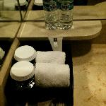 Toilet amenities & free bottled water