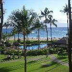 veduta di spiaggia e piscina