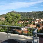 Vue panoramique de la terrasse ou les petit-déjeuner sont servis