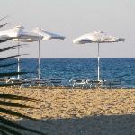 La plage vue du bar sur la plage